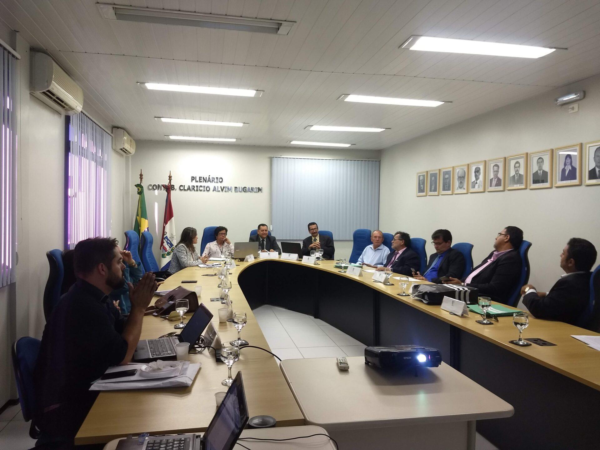 Presidente do CRCAL conduz reunião plenária do mês de outubro