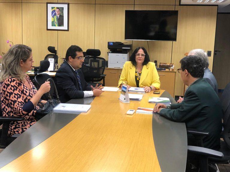 CFC e Ministério da Mulher, Família e Direitos Humanos discutem parceria em ações solidárias