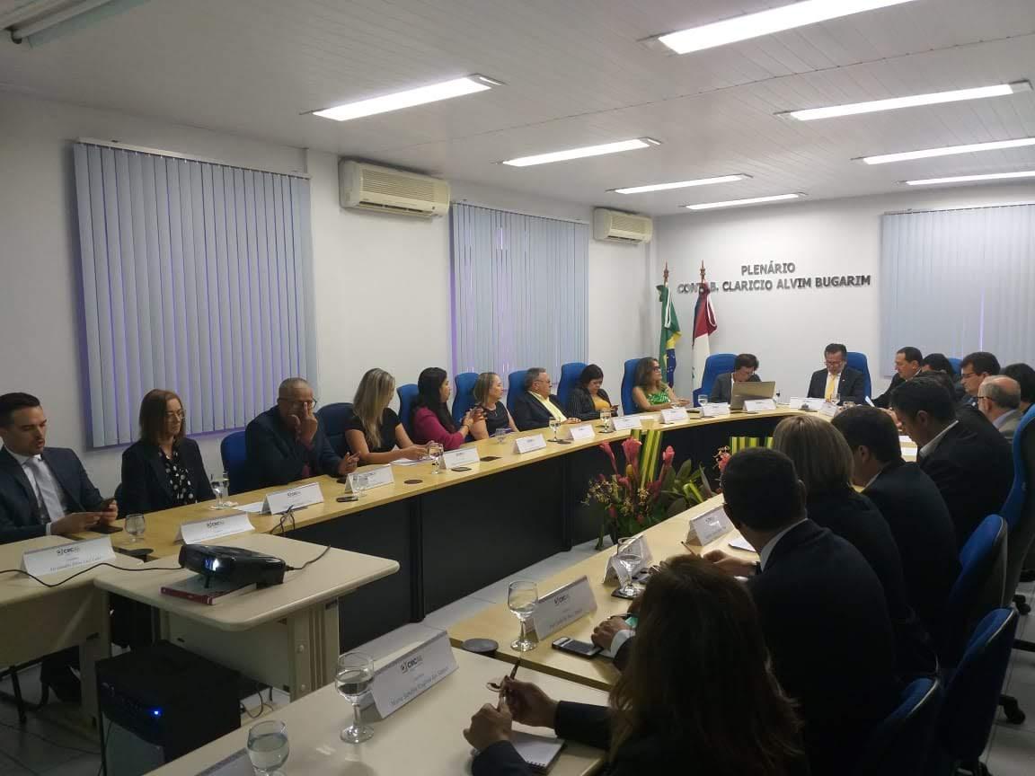 Conselheiros eleitos no pleito de 2019 tomam posse e novo presidente é nomeado no CRCAL